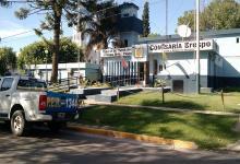 La Policía de Crespo está intentando identificar al vehículo que embistió a un peatón y huyó de la escena del siniestro vial.