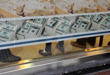 En menos de 15 días se retiraron de los bancos cerca de 3.500 millones de dólares en depósitos.