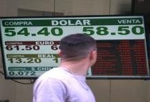 El control de cambios y las restricciones para comprar dólares impide a muchas empresas saldar sus deudas con acreedores locales y externos.