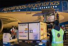 Excepto dos vuelos de KLM y otro de Qatar Airways, el resto de las dosis llegaron a bordo de aviones de Aerolíneas Argentinas.