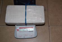 La cocaína secuestrada poseía un peso total 1 kilo 38 gramos.