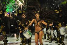 A partir de las 21.30 con el paso de las comparsas O Bahía, Papelitos y Ará Yeví se concretará la segunda de las diez noches programadas para la temporada 2020 del Carnaval del País. Los organizadores inauguran hoy el convenio firmado a nivel nacional con descuentos especiales para todos los jubilados afiliados a PAMI.