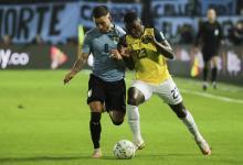 Uruguay venció a Ecuador sobre el final y lo superó en la tabla de las Eliminatorias