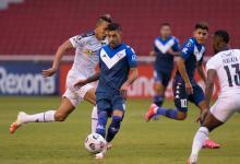 Vélez perdió en Quito ante Liga y quedó comprometido en la Copa Libertadores
