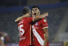 Argentinos Juniors pisó fuerte en Chile y quedó como líder del Grupo F