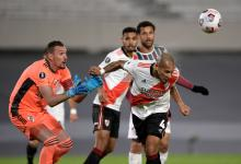Con sufrimiento y a pesar de una derrota, River clasificó a los octavos de la Libertadores