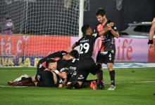 Colón de Santa Fe goleó a Racing y por primera vez se coronó campeón del fútbol argentino