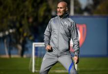 Fútbol: Pablo Montero firmó su contrato y dirigió la práctica de San Lorenzo