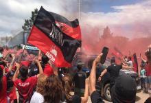 Despedido por una multitud, Colón de Santa Fe partió a Asunción para la gran final