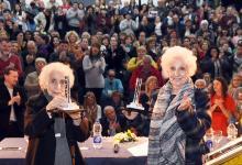Blanca Díaz de Garnier junto a Estela de Carlotto