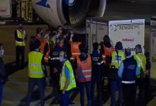 El Presidente recibió en Ezeiza al vuelo que trajo 800 mil vacunas desde China