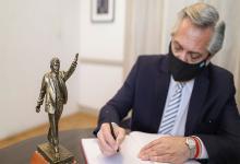 Fernández firma decreto