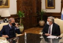 Alberto Fernández con el presidente de la DAIA, Jorge Knoblovits