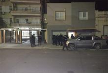 En Paraná se desarticuló una fiesta clandestina y como propietaria no quiso suspender el encuentro, se ordenó su allanamiento.