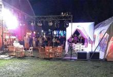 La fiesta ilegal estaba armada con parrilla de luces, gazebos, carpas y show musical que animaba el encuentro que había convocado por lo menos a 150 invitados.