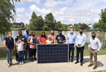 Entregaron equipos solares a familias isleñas