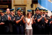 Sabina Frederic con jefes policiales