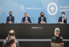 """El Presidente Alberto Fernández junto a Santiago Cafiero, Gabriel Katopodis y Eduardo """"Wado"""" De Pedro."""