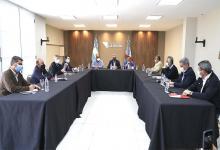 La reunión se realiza en una de las residencias de la gobernación de La Rioja, ubicada a unos 20 minutos de la capital provincial. Gustavo Bordet participa de manera virtual.