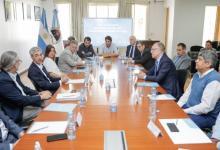 Gobierno, YPF y Camioneros firmaron acuerdo para garantizar el abastecimiento