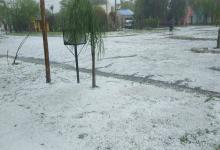 Santa Elena quedó cubierta de blanco a raíz del intenso granizo que sorprendió hoy por la mañana.