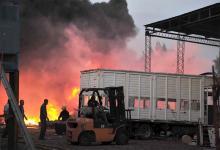 El incendio en el Parque Industrial de Gualeguaychú demandó una ardua labor de cuatro dotaciones de los Bomberos Voluntarios.