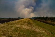 incendios Delta humo en la ruta