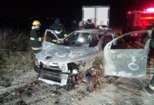 auto y cuerpo incinerados