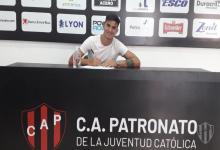 Ivo Quiroz firmó su primer contrato en Patronato tras superar un tumor cerebral