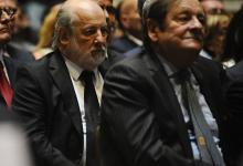El juez Claudio Bonadio y su colega Rodolfo Canicoba Corral escuchan uno de los discursos de apertura del año judicial.