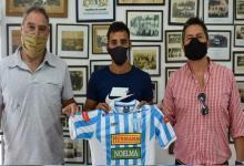 Rodrigo Giménez y Valentín Corbalán firmaron su primer contrato en Juventud Unida