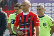 Patronato entrenó a puertas cerradas y viajó a La Plata sin equipo definido