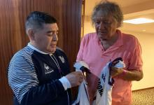 """Maradona despidió a Carlovich: """"Con tu humildad nos bailaste a todos, Trinche"""""""