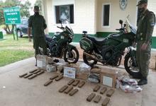 El tamaño y peso de las cajas, alertó a los gendarmes al controlar un camión de envíos sobre Ruta Nacional 168. El hombre fue detenido en Paraná.