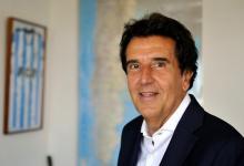"""""""No soy un quejoso del tamaño del gasto público, pero sí hay que hallar como financiarlo"""", dice Carlos Melconian, en su oficina, rodeado de dos camisetas de Racing Club (del que es hincha) y un mapa de la Argentina."""