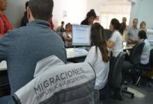 A través de Migraciones, el Ministerio de Interior, les hizo llegar a las autoridades de las 23 provincias y de la Ciudad de Buenos Aires el listado completo de los argentinos que regresaron de las zonas de riesgo de coronavirus para que se les controle la cuarenta, casa por casa.