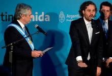 Alberto Fernández le toma juramento a su jefe de ministros, Santiago Cafiero.