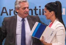 El Presidente Alberto Fernández junto a la titular del PAMI Luana Volnovich.