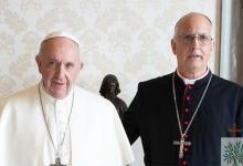 El Papa Francisco junto al obispo castrense Santiago Olivera.