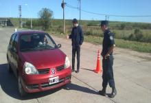 policía en los ingresos a Gualeguaychú