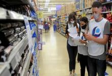 El Gobierno afinó los detalles de los operativos que se pondrán en marcha para garantizar el cumplimiento de la resolución que congeló por 90 días los precios de más 1.400 productos de consumo masivo.