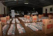 Un total de 8.500 paquetes de cigarrillos de origen extranjeros fue incautado y el avalúo de lo incautado asciende a 1.105.000 pesos argentinos.