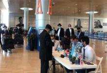 Los rabinos llegaron a Ezeiza el miércoles en un vuelo chárter operado por la línea de bandera israelí El Al (Fotografía gentileza Clarín).