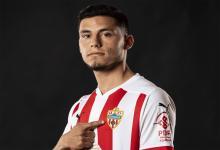Fútbol: Almería oficializó la llegada del concordiense Lucas Robertone