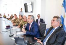 Agustín Rossi con Alberto Fernández y militares