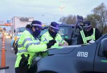 Las autoridades de Santa Fe confirmaron que negaron el ingreso de 130 vehículos por carecer de los permisos esenciales y fueron escoltados a sus lugares de origen.
