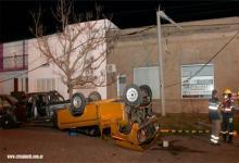 Chocaron una Ford F100 que tripulaban cuatro jóvenes y una Ford Ranger en la que iban otros tres. Dos de los ocupantes debieron ser trasladados al hospital Centenario de Gualeguaychú, por presentar fuertes golpes.