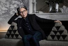 Kenzo Takada, en su casa de París en 2019. Fue el primer creador japonés en conquistar París y abrir el camino internacional a compatriotas como Yohji Yamamoto o Issey Miyake.