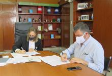 La ministra de Desarrollo Social, Marisa Paira, y el presidente del Sistema de Crédito de Entre Ríos SA (Sidecreer), Mario Kaplan, firmaron un convenio de colaboración mutua.