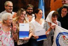 Lita Boitano, María José Luján, María Victoria Ventura, Taty Almeida y Luana Volnovich, en el acto realizado en el PAMI hace diez días.